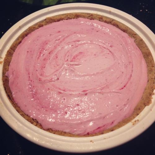 Raspberry Yoghurt Cream Pie - NOM diddly NOM nom.